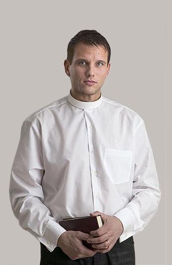 rundkrageskjorta-knappning-fram-1